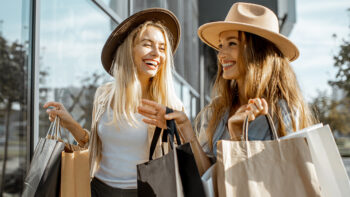 Shopping, parks and golf nearby. Oak Brook Center a mile away.